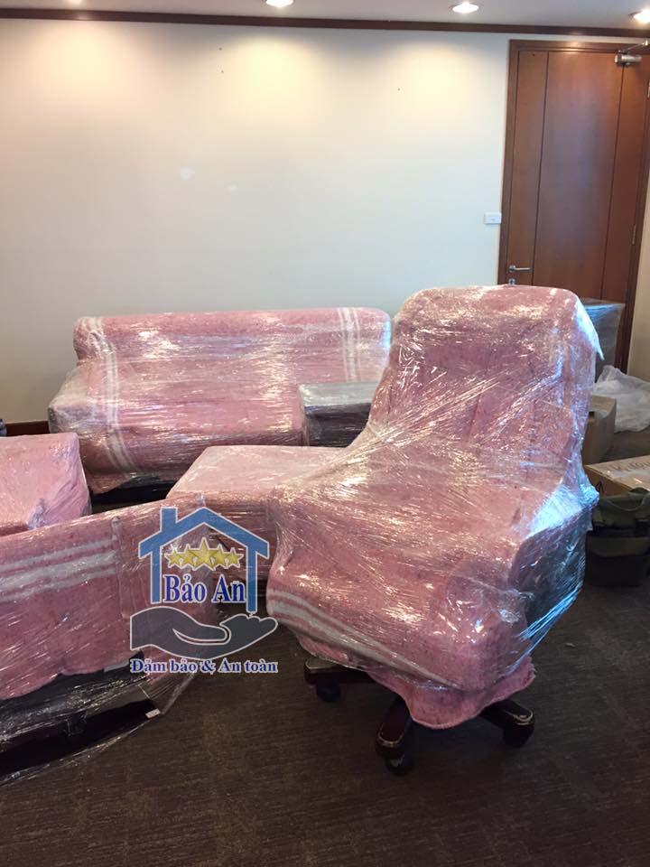 hướng dẫn bọc lót đóng gói bàn ghế giám đốc khi chuyển văn phòng 3