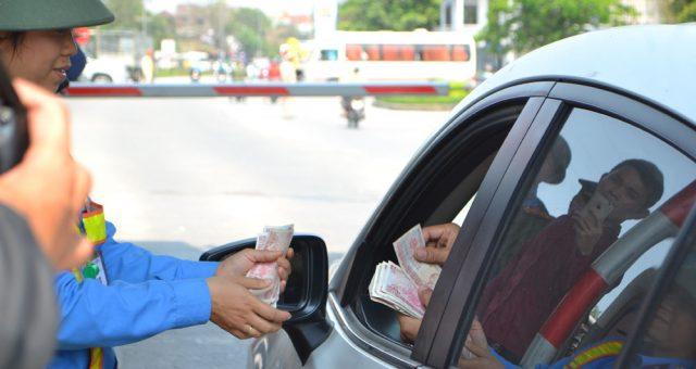 Trạm thu phí Bến Thủy ngập trong tiền lẻ